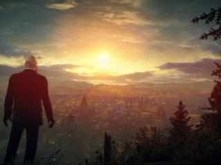 обои Мужчина созерцает город на закате фото
