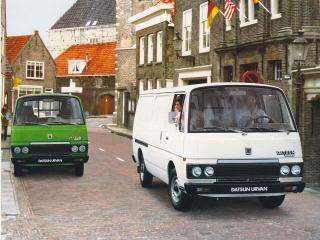 обои Datsun Urvan (E23) 1980 двое фото