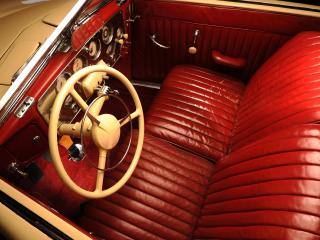 обои Cord 812 SC Phaeton 1937 салон красный фото