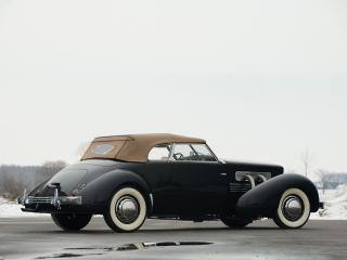 обои для рабочего стола: Cord 812 SC Phaeton 1937 черная сбоку
