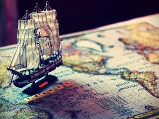 обои для рабочего стола: Парусник стоит на карте и надпись о путишествии
