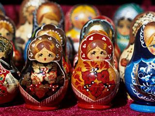 обои Русские матрешки стоят рядами фото