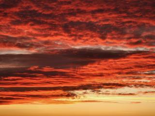 обои Красные облака от солнца заходящего фото