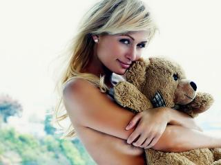 обои Пэрис Хилтон с медвежонком фото
