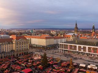 обои Вид рыночной площади в городе фото