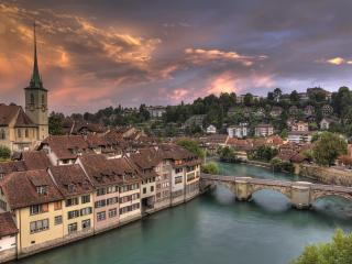 обои Старинный городок  канала с мостом фото