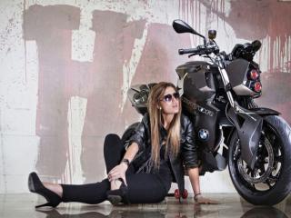 обои Девушка и мотоцикл фото