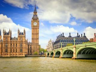 обои Вид Лондона  под облачным небом фото