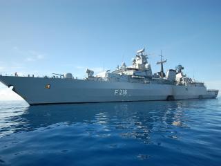 обои Военный корабль в спокойных водах фото