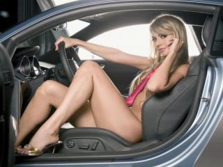 обои Блондинка за рулём фото