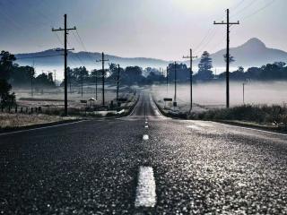 обои Электрические столбы у дороги в деревне фото