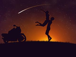 обои Силуэты пары и мотоцикла на фоне звездного неба фото