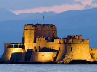 обои Старая крепость в море вечерний порою фото