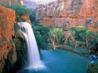 обои Водопад в каньоне фото