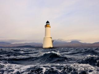 обои Бурлит море у маяка фото