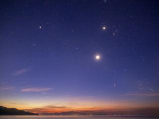 обои Звезды зажигаются на вечернем небосклоне фото