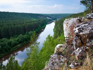 обои для рабочего стола: Река и лес - вид со скалы