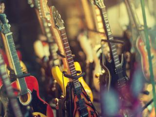 обои Ряды гитар на размытом фоне фото