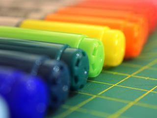 обои Фломастеры разноцветные в ряд фото