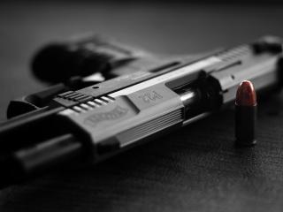 обои Пуля стоит и лежит пистолет фото