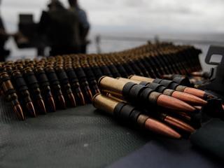 обои Пулеметная лента с патронами фото