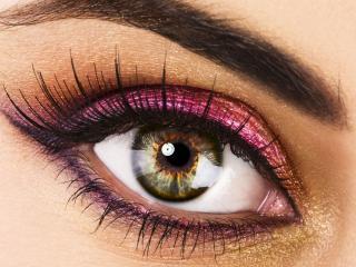 обои Макияж глаза - Розовые тени с черной подводкой фото