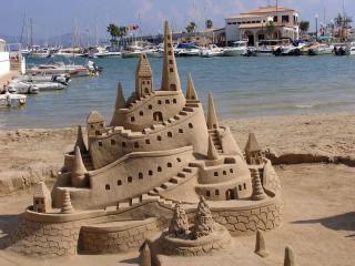 обои Замок из песка на побережии фото