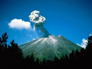 обои Начало извержения вулкана фото