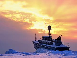 обои Военное судно в обьятиях льда фото
