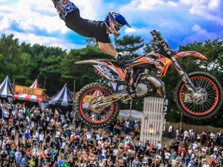 обои Парень пкарит в воздухе с мотоциклом фото