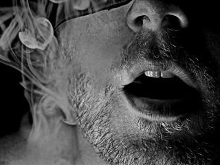 обои Лицо на фоне дыма фото