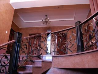 обои Лестница в коттедже фото