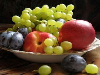 обои Яблоки,   сливы и виноград фото