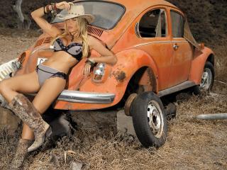 обои Красивая модель у сторого авто фото