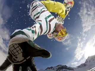 обои Сноубордист показал руку в прыжке фото