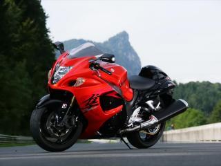 обои Стоит мотоцикл красно-черного цвета фото