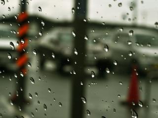 обои Дождь за стеклом фото