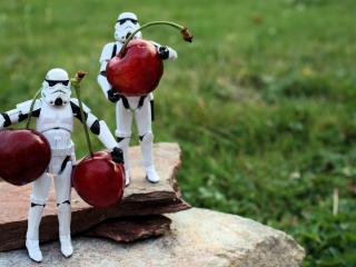 обои Роботы игрушечные переносящие черешенки фото