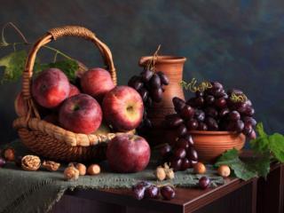 обои Натюрморт - Виноград в кувшине а яблоки в корзине фото