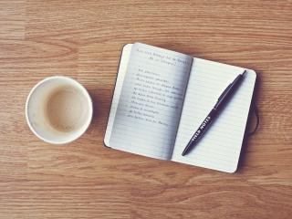 обои Блокнот и ручка,   чашка на столе фото