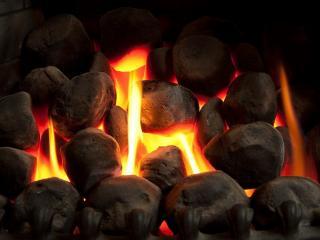 обои Пылает огонь в камине фото