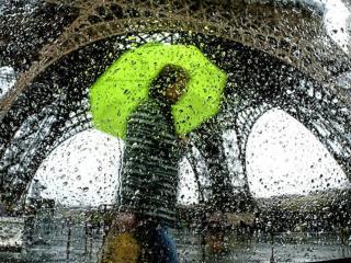 обои Дождь в Париже фото