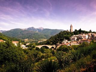 обои Город в горах фото