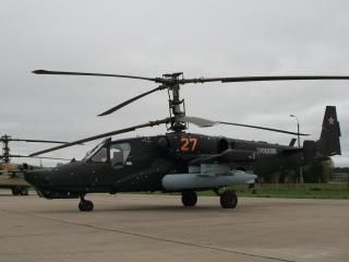 обои Вертолет на площадке фото