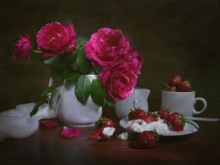 обои Натюрморт - Розы с клубникой фото