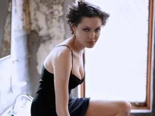 обои Красотка Анжелина Джоли в платье фото