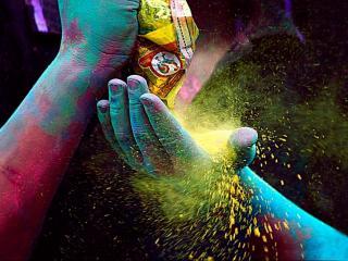 обои Руки в сухой краске фото