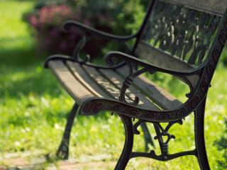 обои Резная скамья в парке фото