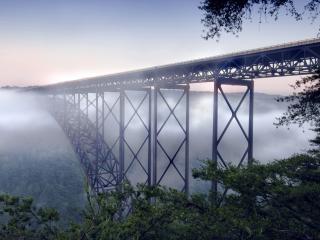 обои Туманный рассвет у моста длинного фото