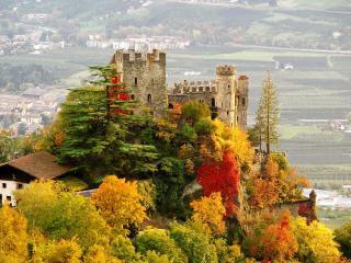 обои для рабочего стола: Осень у замка на скале